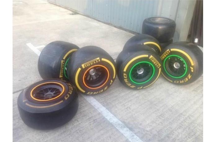Jogos de pneus que foram apreendidos na fábrica de Leafield também seriam leiloados (Foto: Reprodução / Twitter )