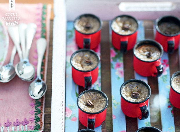 Pudim cremoso de café com leite (Foto: Rogério Voltan/Editora Globo)