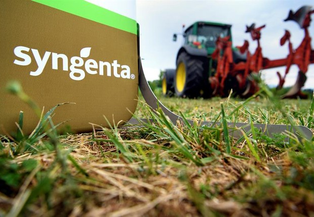 Logo da indústria suíça Syngenta, que realiza pesquisas genéticas e biotecnológicas no cultiva (Foto: Laurent Gillieron/EFE)