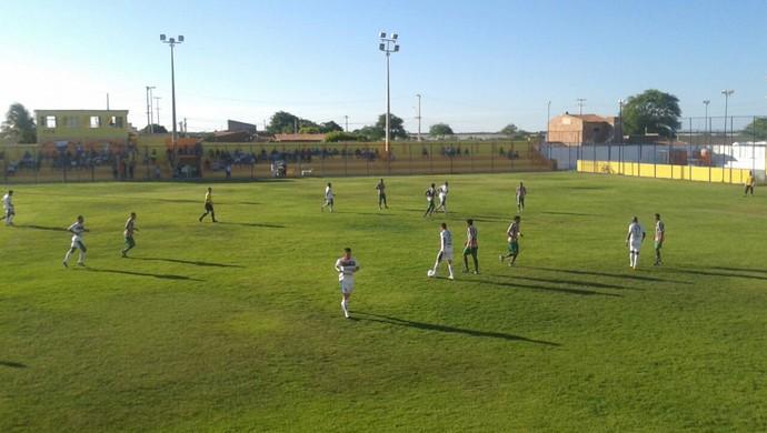 Baraúnas x Santa Cruz-RN, no Estádio Walter Bichão, em Macau (Foto: Sérgio Fogaça/Inter TV Costa Branca)