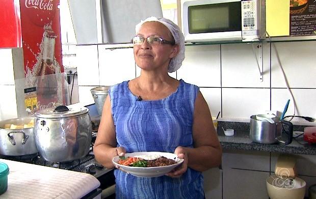 Cozinheira Ester da Silva fala como surgiu o nome para o prato típico do estado (Foto: Bom Dia Amazônia)