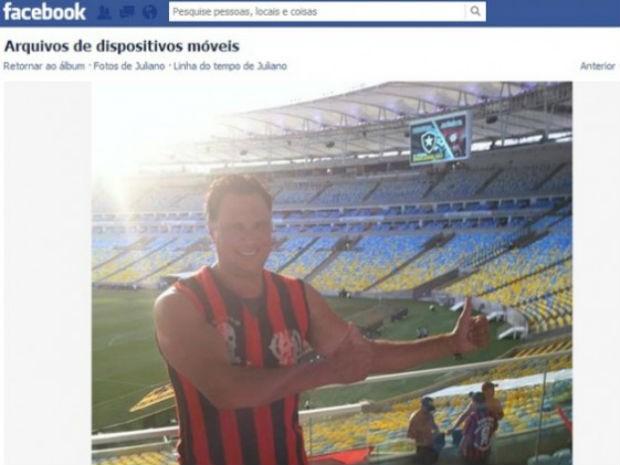Em foto postada no Facebook, Juliano Borghetti acompanha o Atlético-PR em partida contra o Botafogo (Foto: Reprodução/RPCTV)