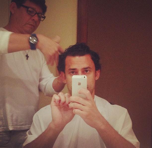 Fred cortando cabelo (Foto: Reprodução / Instagram)