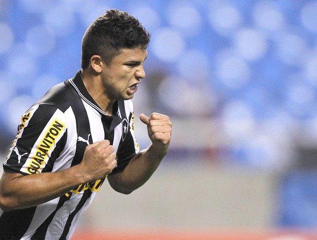 Elkeson, Botafogo e Vasco (Foto: Wagner Meier / Agif)