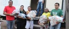 Alimentos arrecadados são doados (Jorge Abreu/Rede Amazônica)