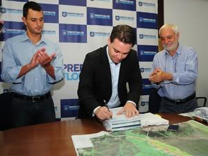 Prefeito sancionou o Plano Diretor nesta sexta (17)  (Foto: Prefeitura de Florianópolis/Divulgação)