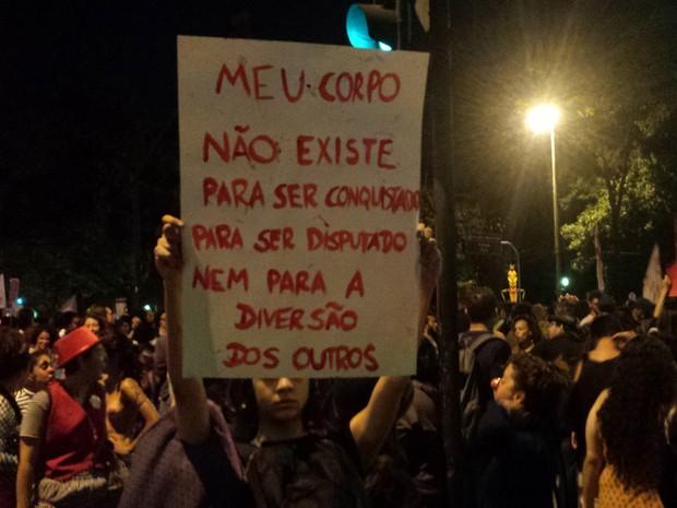 Após estupro coletivo no Rio, grupo protesta em Belo Horizonte (Foto: Humberto Trajano/G1)