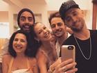 Paulo Gustavo curte festa com o namorado e amigos famosos