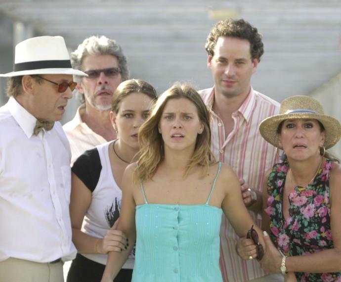 Carolina Dieckmann em gravação ao lado de parte do elenco de 'Senhora do Destino' (Foto: CEDOC)
