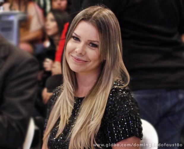 Fernanda Souza entrega seus projetos para 2013 (Foto: Domingão do Faustão / TV Globo)