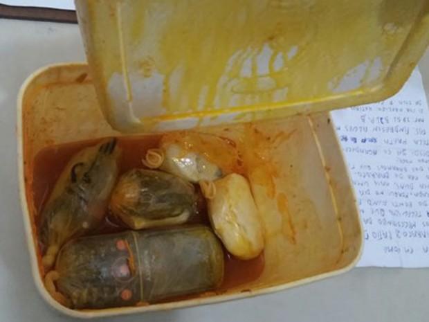 MUlher tenta entrar em presídio com celular escondido em recipiente com comida, em Teixeira de Freitas. (Foto: SulBahia News)