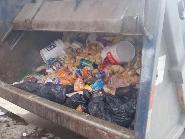 Produtos impróprios para o consumo foram descartados pela Polícia em Guará. (Foto: Divulgação / DIG )