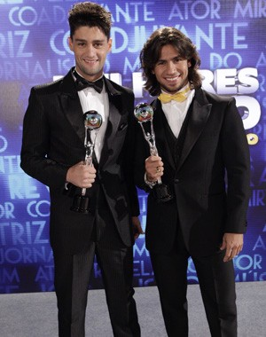 Munhoz e Mariano ganham na categoria melhor música  (Foto: Domingão do Faustão/ TV Globo)