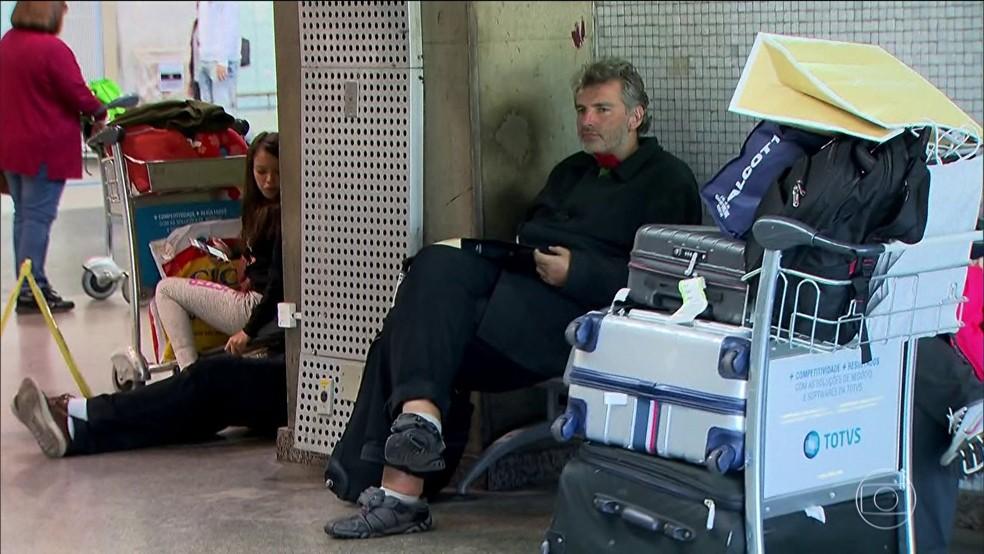 Alemão que vive em aeroporto de SP (Foto: Reprodução/TV Globo)
