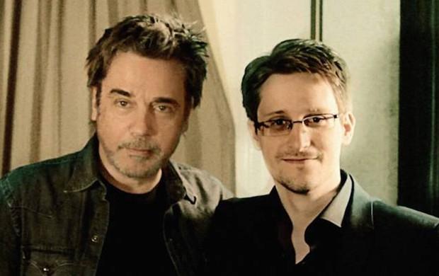 Jean-Michel Jarre e Edward Snowden em imagem do vídeo gravado pelo músico francês (Foto: Reprodução)