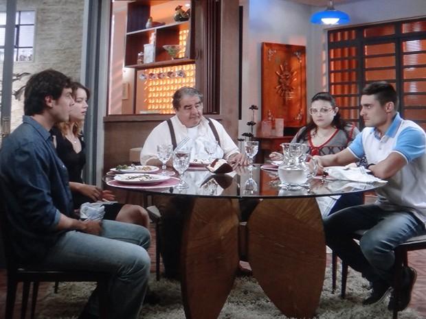 Gustavo briga com Caíque durante jantar em sua casa (Foto: TV Globo)