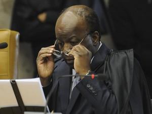 O ministro Joaquim Barbosa durante leitura do voto sobre os réus do chamado 'núcleo político' do mensalão, em sessão do julgamento no STF (Foto: Fabio Pozzebom / Ag. Brasil)
