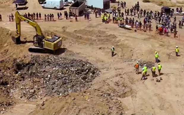 Cena de 'Atari: Game Over' mostra local da escavação de cartuchos do game 'E.T.' (Foto: Reprodução/YouTube/Xbox)
