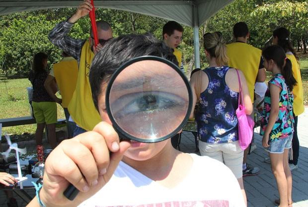 Virada científica do ano passado; crianças são estimuladas a se interessar por ciência (Foto: Marcos Santos/ Divulgação)