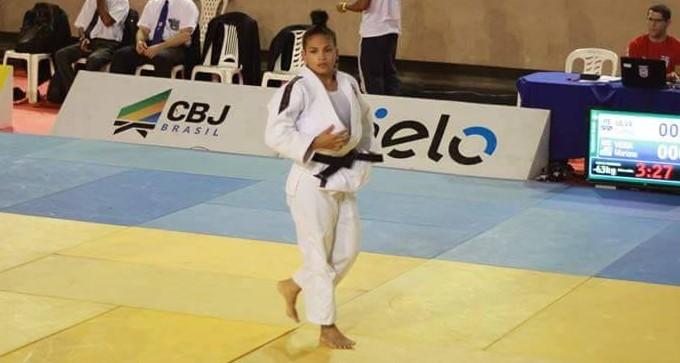 Cynthia Silva, judoca petrolinense no Brasileiro em Recife (Foto: Maria Cláudia Bezerra / Arquivo Pessoal)