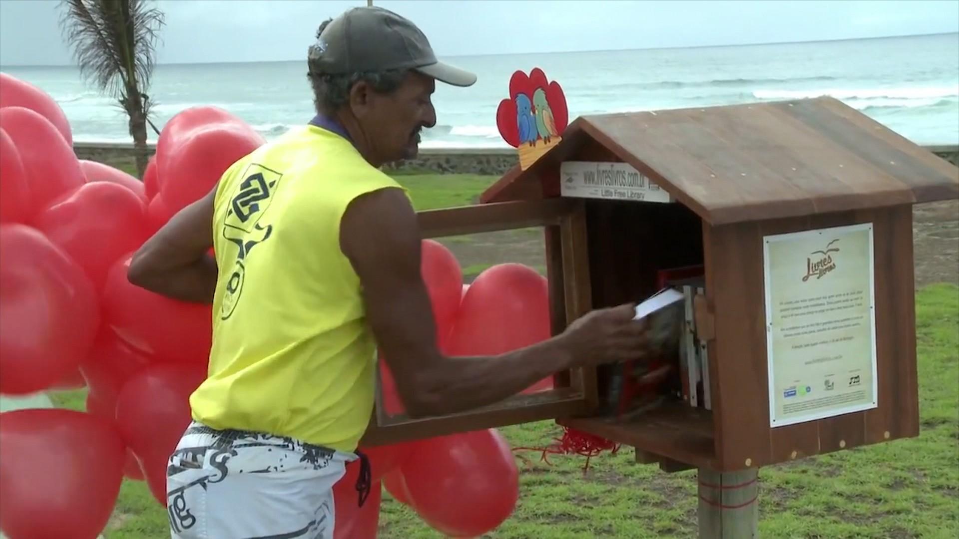 Fazendo a Diferença mostra projeto que instala casinhas de madeira com livros em Salvador (Foto: Divulgação)