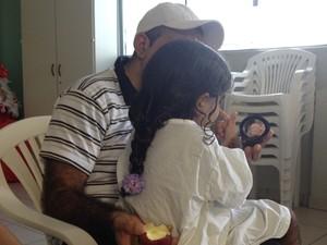 Kemilly Vitória Pereira de Souza, menina coberta por pelos durante tratamento em Goiânia (Foto: Gabriela Lima/G1)