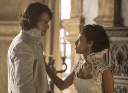 Rubião flagra Ega e Joaquina juntos em momento romântico