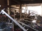 Loja de roupas pega fogo em Arcos e estoque fica destruído