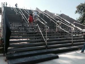 Escada que dá acesso ao Maracanã é precária, diz engenheiro civil (Foto: Daniel Silveira/G1)