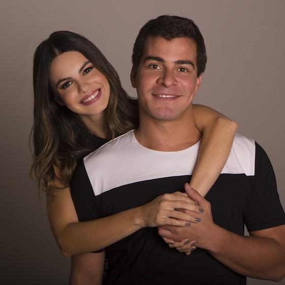 Da TV para os palcos: Thiago Martins e Sthefany Britto juntos em espetáculo teatral (Foto: Divulgação)