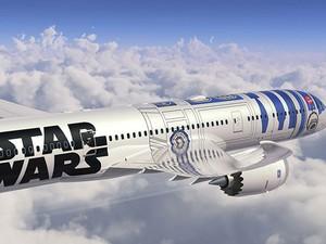 Design do Boeing 787-9 Dreamliner é inspirado no icônico robô R2-D2; foi apresentado em abril  (Foto: Divulgação/ANA)