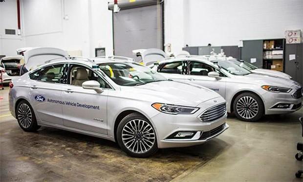 Frota de Fusions autônomos da Ford (Foto: Ford)