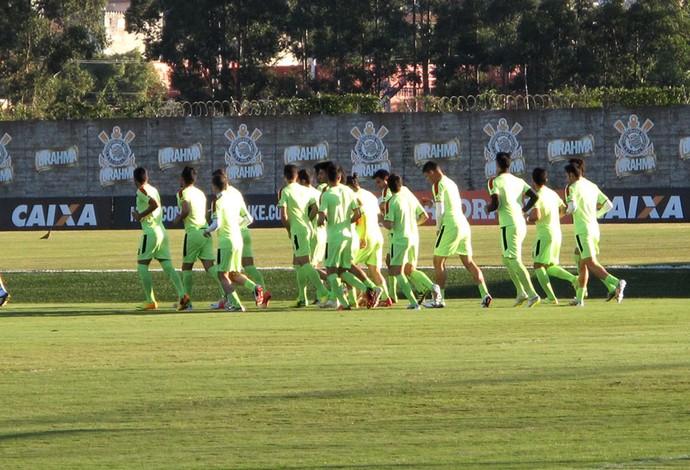 jogadores no treino do Irã  (Foto: Rodrigo Faber)