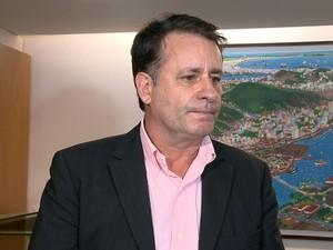 Luciano Rezende anunciou a multa na tarde desta quinta (Foto: Reprodução/ TV Gazeta)