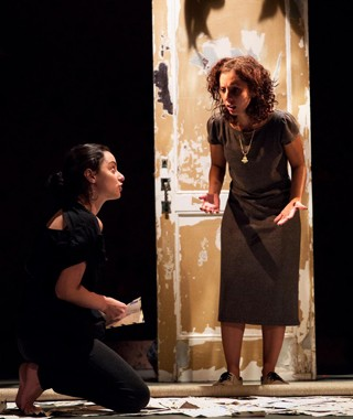 Além de protagonizarem e espetáculo, atrizes também assinam o texto (Foto: Divulgação/ João Atala)