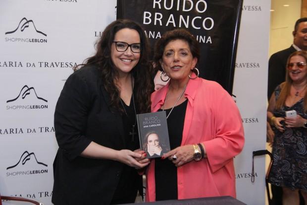 Leda Nagle no lançamento do livro de Ana Carolina no Rio de Janeiro  (Foto: Wallace Barbosa/AgNews)