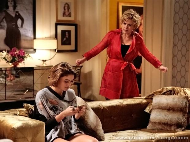 Bárbara Ellen não deixa de se meter e atrapalha ainda mais a filha (Foto: Sangue Bom/ TV Globo)