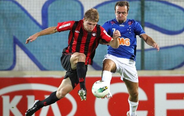 Cruzeiro x Atletico-pr, Roger (Foto: Washington Alves / Vipcomm)