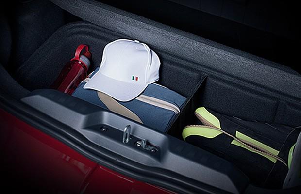 Porta-malas do Fiat Mobi pode vir com caixa organizadora (Foto: Reprodução)
