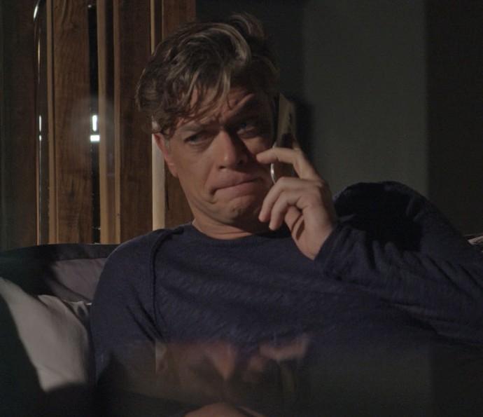 Arthur não gosta nada do que ouve (Foto: TV Globo)