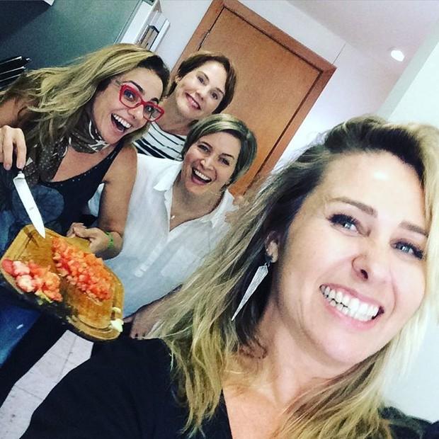 Andreia Sorvetão com outras ex Paquitas (Foto: Reprodução Instagram)