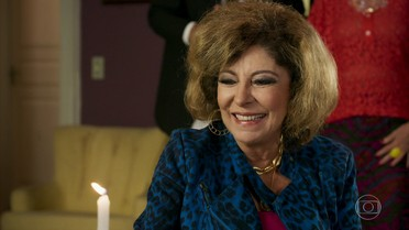 Darlene surpreende Ruço com uma vela de aniversário