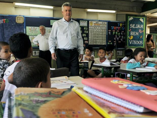 Rollemberg visita escola que será reformada na região do Areal, em Águas Claras (Foto: Tony Winston/Agência Brasília)