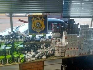 Produtos seriam levados para Santa Catarina (Foto: PRF/ Digulgação)