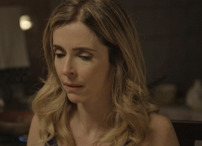 Kiki fica tensa diante de Zé Maria (Foto: TV Globo)
