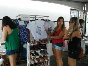 Roupas e acessórios também estão à venda no evento (Foto: Lucas Leite/G1)