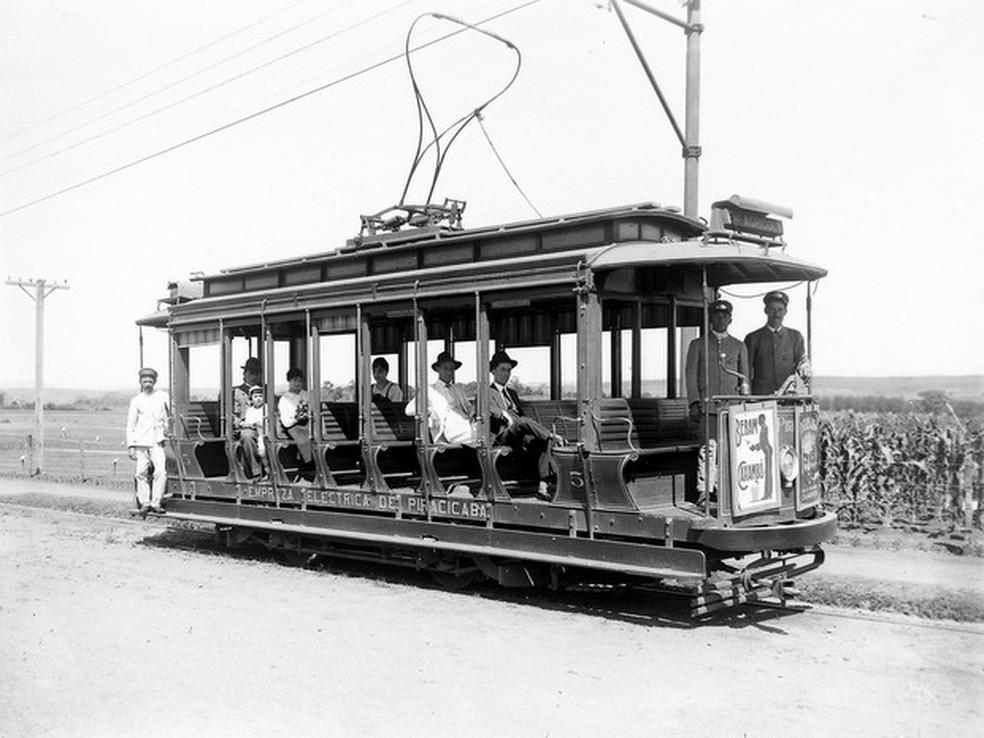 Transporte que era usado na época em que a Esalq estava em construção em Piracicaba (Foto: Acervo do Museu Luiz de Queiroz/Esalq)