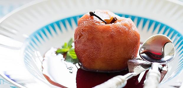 Mila se kókino krasí (maçã ao vinho tinto) (Foto: Elisa Correa/Editora Globo)