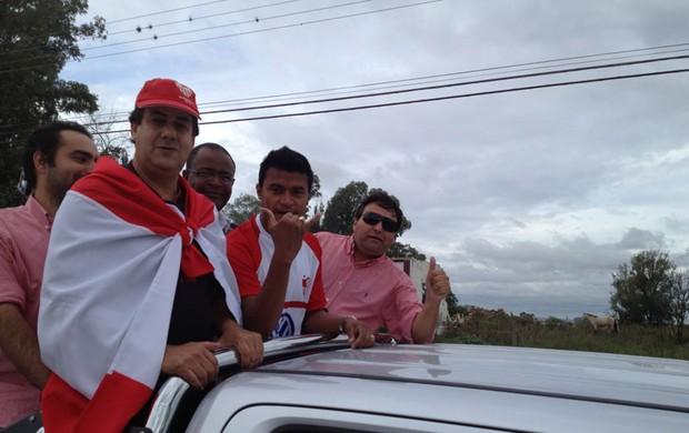 Gabiru foi recebido com festa em Bagé (Foto: Duda Garbi / RBS TV)