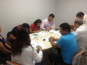 Reunião na terça-feira (26) definiu ordem das entrevistas com os candidatos na Amapá FM (Foto: Fabiana Figueiredo/G1)